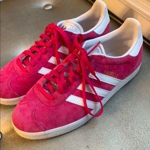 Adidas gazelle hot pink sneaker